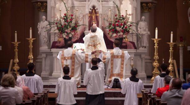 Ad_Orientem_Jesus_Mass_Catholic_Love_God_Holy_Spirit-1038x576 (1).jpg